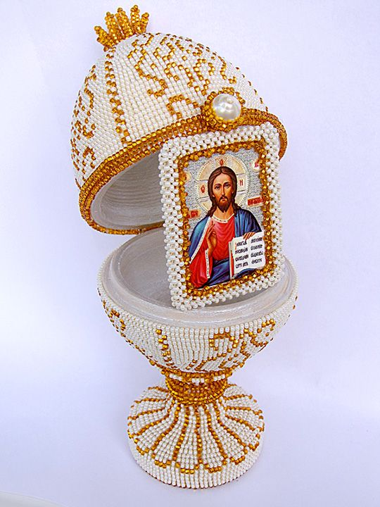 Beaded Easter Egg - He has risen - It opens like a tiny treasure chest