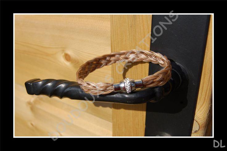 Bracelet en véritables crins de cheval alezan clair, tressé à plat 5brins, fermoir magnétique en acier inoxydable à strass : Bracelet par doudoux-crins
