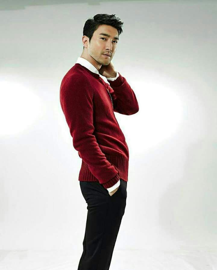 Siwon (최시원) He looks really good here.