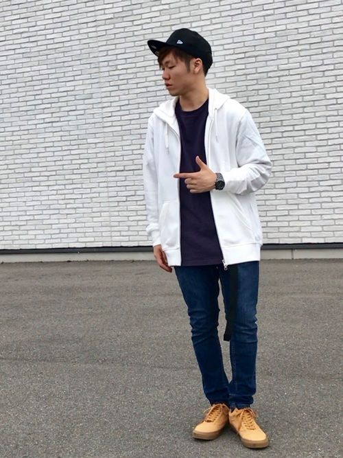 紫のビッグTに白のパーカー。 サイズは両方ともXL ゆったりしてて着心地もいいっすね👍 このバンズ