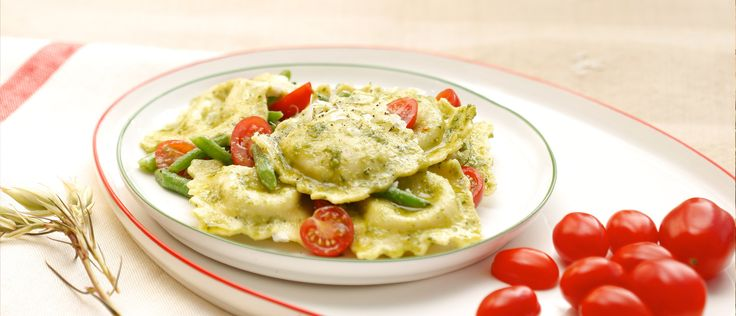 Recipes by Giovanni Rana - All the secrets for delicious Spinach & Ricotta Ravioli with Tomatoes and Green Beans. Try the unique taste of your creations!