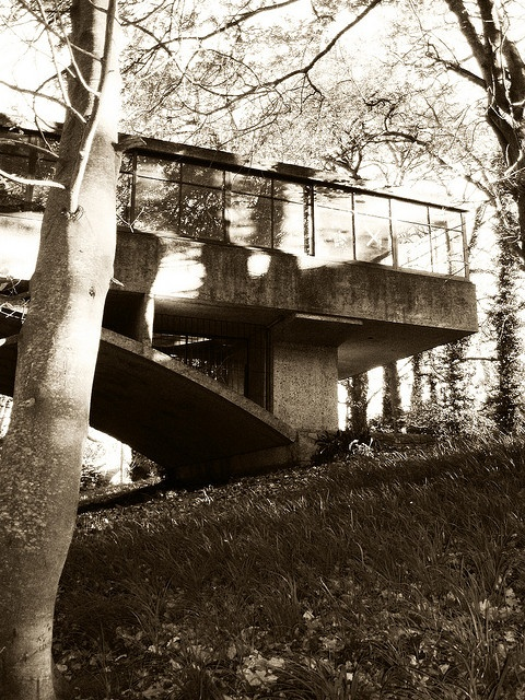 """The House over the Brook"" by Amancio Williams 