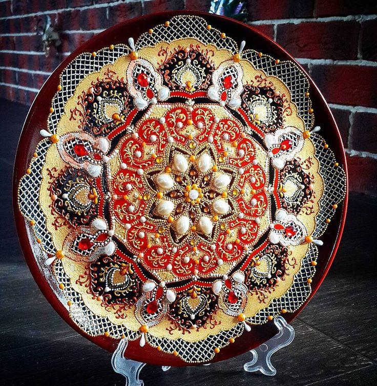 Подарок для подруги))) Идею взяла у Марии Ерёминой... да простит меня Мария Ерёмина... очень уж мне понравилось.... ☺#моитарелки #подарок #точечнаяроспись #pointtopoint #plate #craft #тарелочка #тарелканазаказ #творчество #моётворчество #gift #mandala #present #подарокнаденьрождения