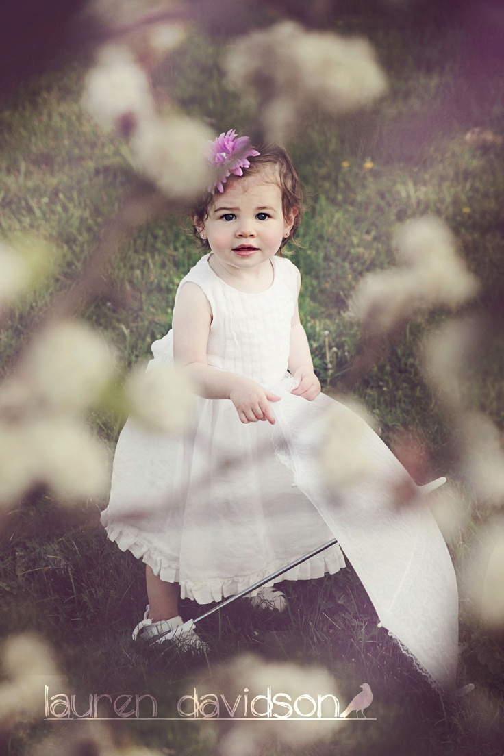 Vintage style one year old girl photo with flowers and parasol one year old toddler girl - Photography ideas for girl ...