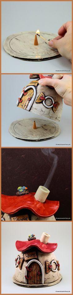 Wohl riechende Düfte und das nicht nur zur Weihnachtszeit! Mit dem Räucherhäuschen kein Problem. Das Räucherhäuschen steht auf einer Keramik Bodenplatte und kann abgenommen werden. Auf diese Weise lassen sich Räucherkerzen in das Haus stellen. Über den Kamin zieht der Rauch ab. In kurze Zeit verteilen sich angenehme Gerüche.