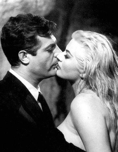 """Anita Ekberg & Marcello Mastroianni in """"La Dolce Vita"""" (1960)...<3"""