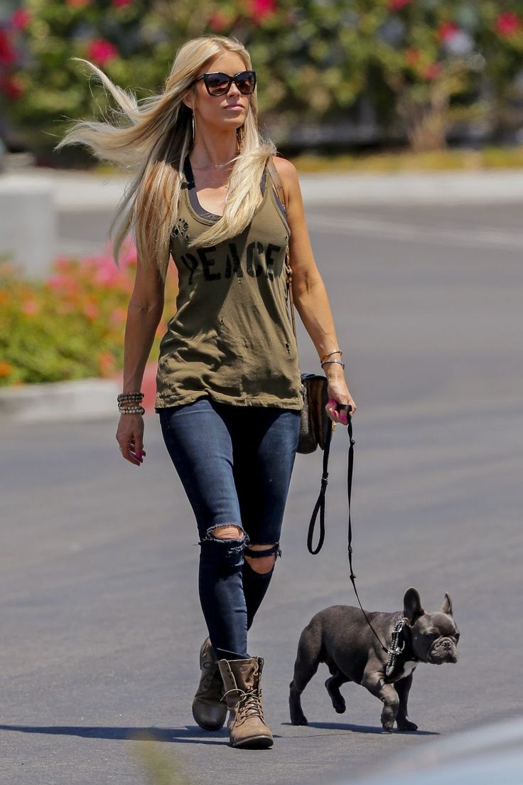 christina-el-moussa-out-with-her-dog-in-orange-county-07-07-2017_2.jpg (1200×1800)