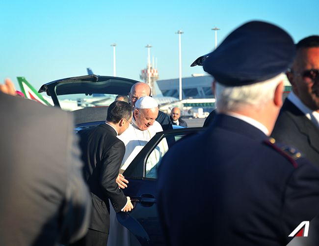 #Pope Francis arrives in #Fiumicino. #Alitalia #Roma #Rome #Pope #PopeFrancis #Apostolic Journey #PapaFrancesco #Sweden