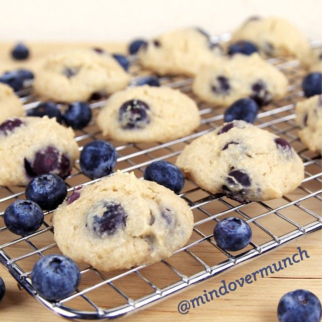 BLUEBERRY YOGURT COOKIES. only 13 calories a pop. INGREDIENTS 1 cup oat flour (blend up oats) 3/4 cup greek yogurt 2 Tbsp egg whites 1/2 tsp vanilla 1/3 cup granulated stevia (not extract), or granulated sweetener of choice 1 tsp baking powder 1/2 tsp salt 3/4 cup blueberries..Preheat oven to 375ºF. Combine wet and dry ingredients separately. Mix dry ingredients into wet ingredients. Stir in blueberries. Drop Tablespoons of batter onto a baking sheet lined with foil and sprayed.8-10 minutes.
