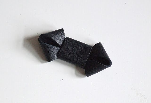 DIY Anleitung: Schleife als Brosche aus Leder / diy tutorial: leather bow brooch
