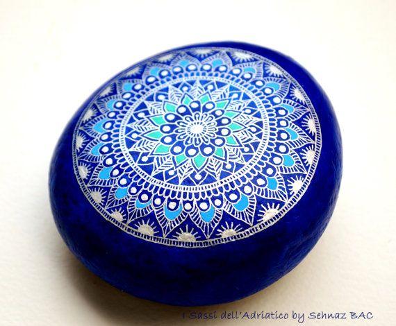 Etsy の Hand Painted Stone Mandala by ISassiDellAdriatico