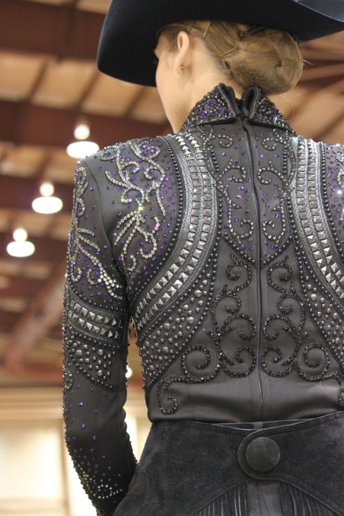 Beautiful horse show outfit. Black is such a classy, elegant look that catches…