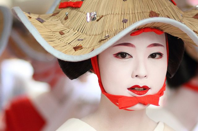 The maiko (apprentice geisha) Katsumi, Kyoto, Japan (photo by By momoyama/  Michael Chandler)