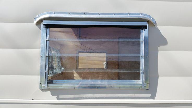 Les 25 meilleures id es de la cat gorie aluminium jalousie for Fenetre jalousie verre
