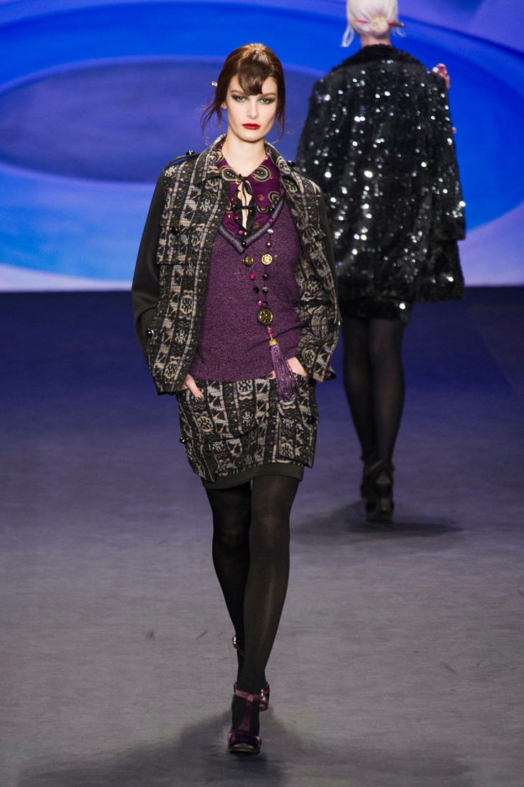 Anna Sui. Falda Y sweater.
