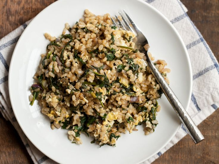 Breakfast Fried Brown Rice | A great way to use leftover cooked brown rice, this delicious fried rice made with thinly sliced scallions, chopped spinach and egg takes just 15 minutes.