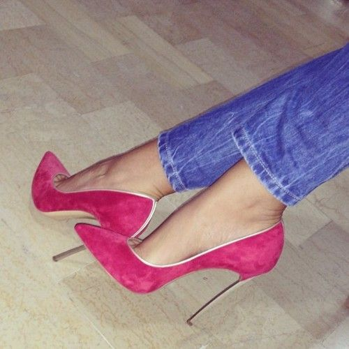 Good-Looking Contrast Color Pointed-toe Heels | You can find this at => http://feedproxy.google.com/~r/amazingoutfits/~3/uUPzqKXdXVY/photo.php
