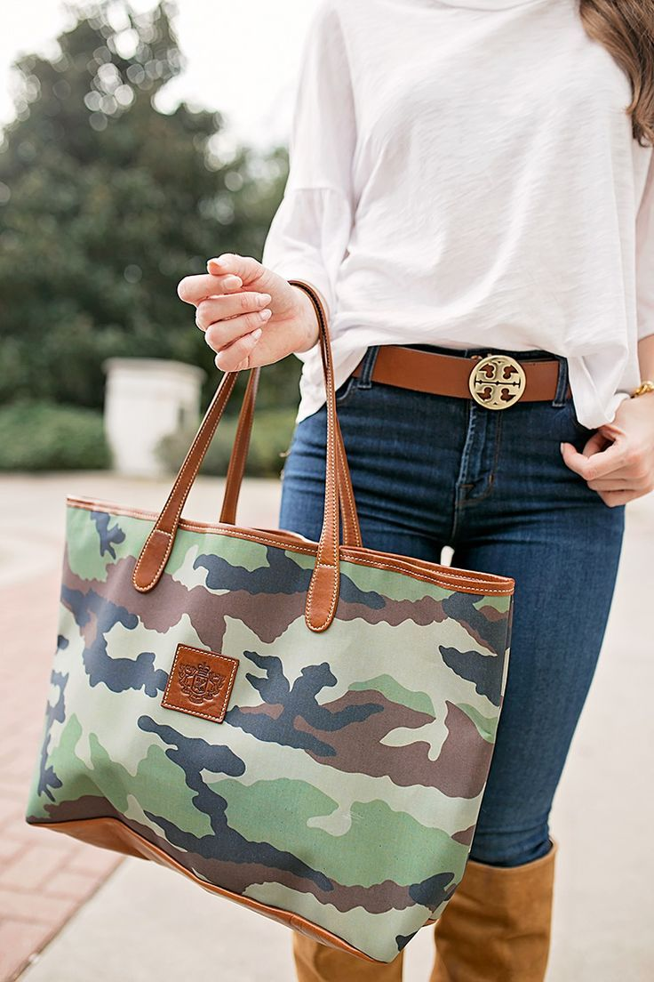 $35 ruffle sleeve tee and camo bag | fall style | winter style | fall fashion | winter fashion | cold weather fashion | styling for fall and winter | how to style a ruffle sleeve top || a lonestar state of southern