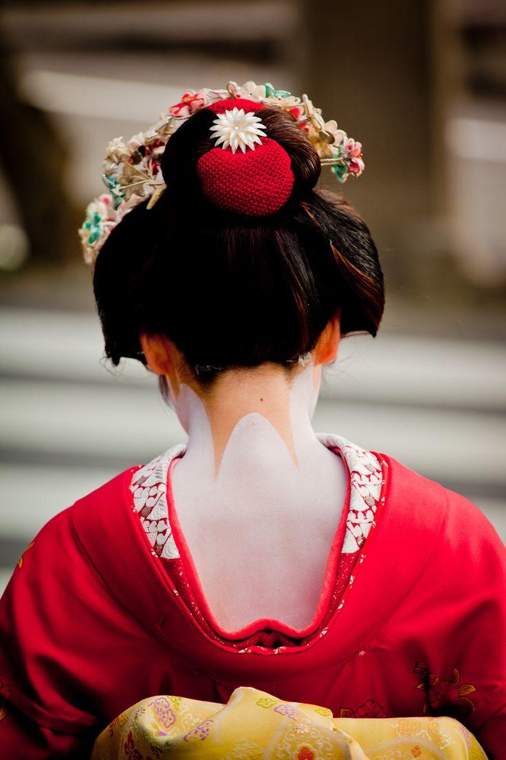die besten 25 japanische geisha ideen auf pinterest japanischer kimono kimono japan und geishas. Black Bedroom Furniture Sets. Home Design Ideas
