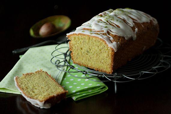 Avocado-Kuchen, green cake, avocado lime cake by http://christinascatchycakes.de/