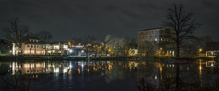 """""""Blick aufs Bootshaus Gießen""""   #Fotografie von #Cee-s-Fotowerk #Gießen. Der Winter ist eine tolle Zeit zum fotografieren von Lichtern und Spiegelungen, da es schon zeitig dunkel wird."""