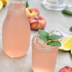 Wie wäre es mit einer leckeren Erfrischung? Meine selbstgemachteBergpfirsich Limonade wäre da genau das richtige. Eisgekühlt, schön fruchtig und leicht sauer schmeckt es am besten. Natürlich kann auch etwas Honig hinzugefügt werden, wenn du es doch etwas süßer magst. Solch eine selbstgemachte Limonade lässt sich nicht mit gelaufen Limonaden vergleichen, es schmeckt einfach ganz anders....Lese mehr