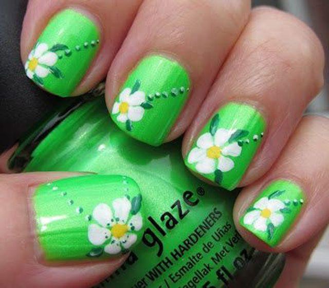 Easy-flower-nail-art-for-spring-green