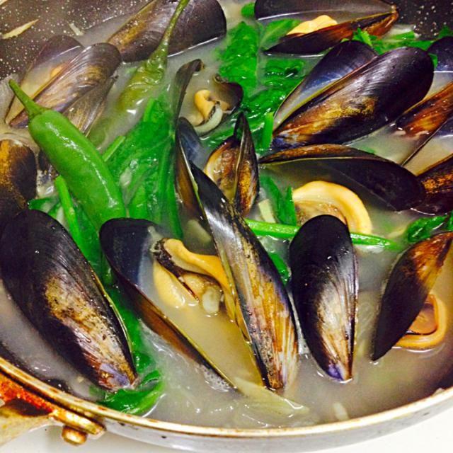 ビーックリ‼︎めっちゃモグ❤︎ありがと➰➰ムール貝滅多に食べないな~おぃひそ➰ - 89件のもぐもぐ - Tinolang Tahong (ムール貝とほれんそうのスープ)フィリピン料理です。 by HM-jast