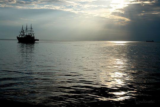 Θερμαικός, όμορφη Θεσσαλονίκη, έλα να σου δείξω λίγες από τις ομορφιές τούτης της πόλης: http://www.eikoneskaipsithyroi.gr/2014/09/istioploikoi-agwnes-kai-peripatos-stin-thessaloniki.html