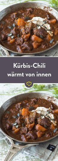 Herbstlicher Leckerbissen für kühle Tage – das Chili aus zartem Rindfleisch und süßem Kürbis wird mit einem Chili-Mix verfeinert, der dir richtig einheizt.