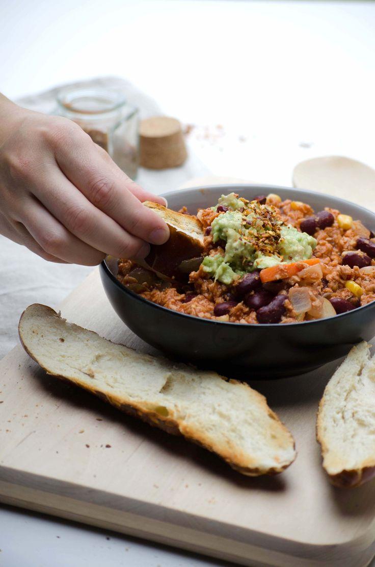 Super einfaches Veganes Chili Rezept, einfach und schnell zu machen, gesund und lecker! Vegan, glutenfrei, gesund und proteinreich! - Squats, Greens & Proteins