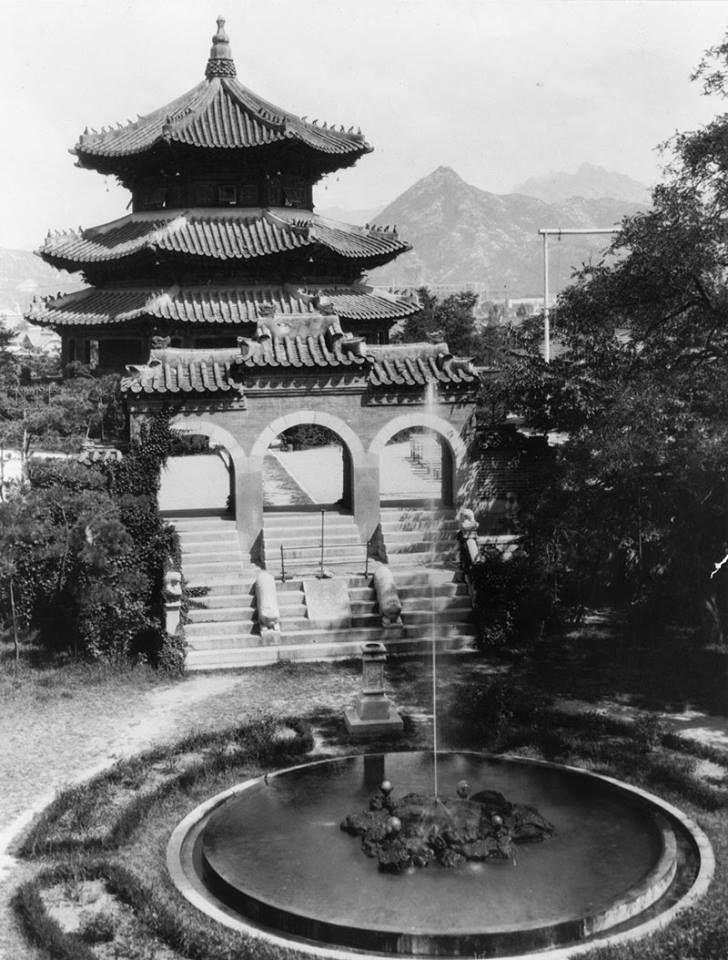 Hwangudan behind Chosun Hotel, Seoul(1925) / 서울 조선호텔 뒤편 환구단(1925)