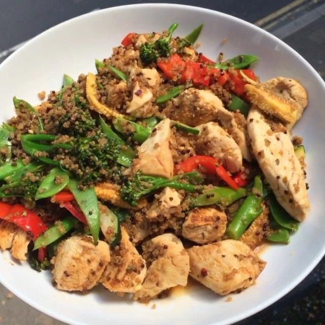 Just made this super quick and easy Piri Piri chicken with quinoa. A great post workout refuel meal with protein and carbohydrates to get your body lean  #Leanin15