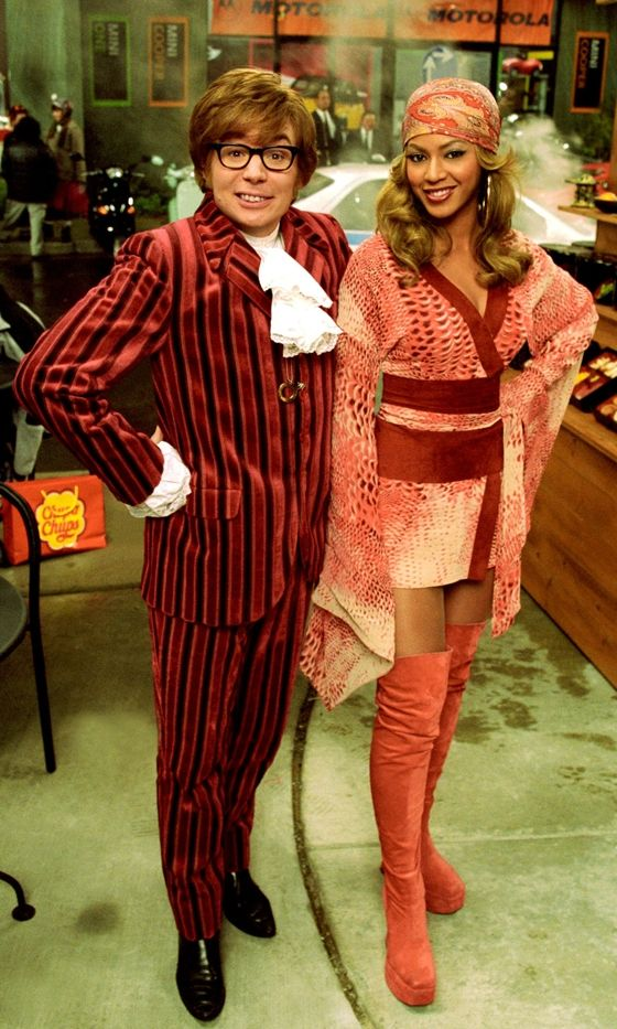 austin powers fashion | ... With Mike Myers To Promote 'Austin Powers In Goldmember' In 2002
