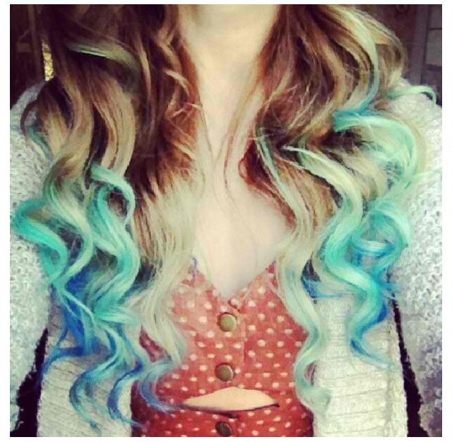 Blue and turquoise  tips on hair/highlights,hairchalk.