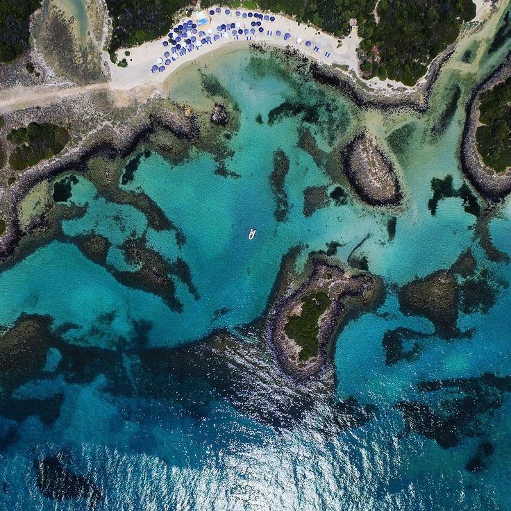 The miniature archipelago of Lihadonisia, the Seychelles of Greece in the northern Gulf of Euboea. A cluster of islands, a perfect sea destination for one day excursions and explorations for scuba diving lovers and more. photo credits @kosmaskoumianos