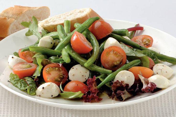 Kijk wat een lekker recept ik heb gevonden op Allerhande! Italiaanse salade met basilicumdressing