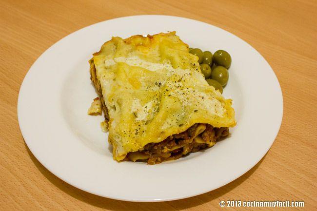 Si eres amante de la gastronomía italiana, en tu cena de Nochebuena no puede faltar una riquísima lasagna bolognesa ¡a la cocina! #receta  http://cocinamuyfacil.com/lasana-de-carne-la-bolognesa-receta__trashed/