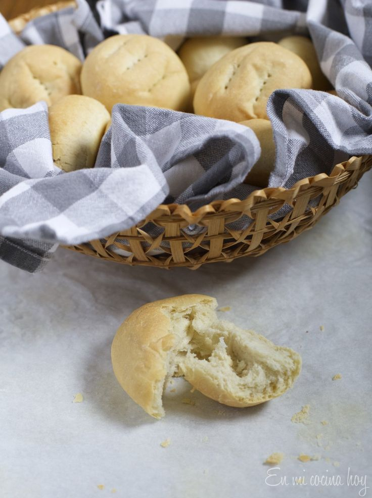 Pan amasado, receta chilena. Un pan sencillo que se disfruta en las vacaciones u ocasiones especiales en Chile. Tradicionalmente se cocina en horno de barro.