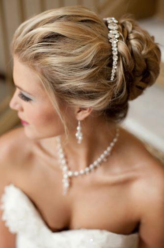 Coiffure de mariage / wedding hair style #weddings #bridal hairdos #hawaii princess brides