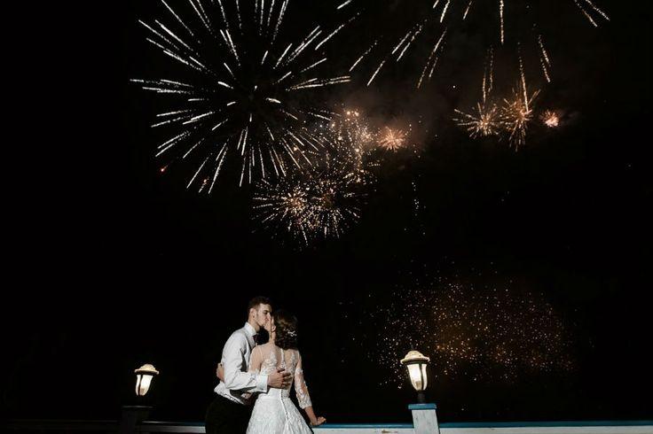 свадебную вечеринку завершил праздничный салют, wedding party finished fireworks