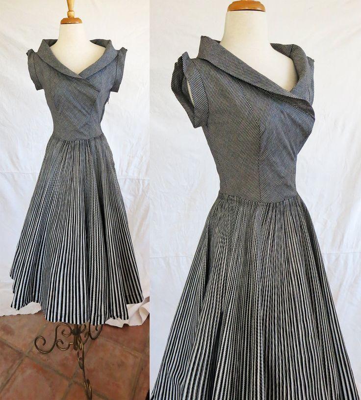 Vintage 1950s short sleeve dress. Love that neckline!