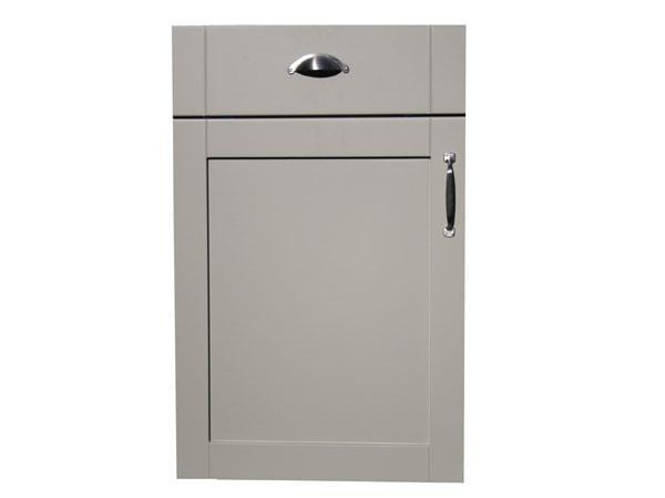 17 best images about kitchen door handles knobs on for Shaker kitchen cabinet door handles