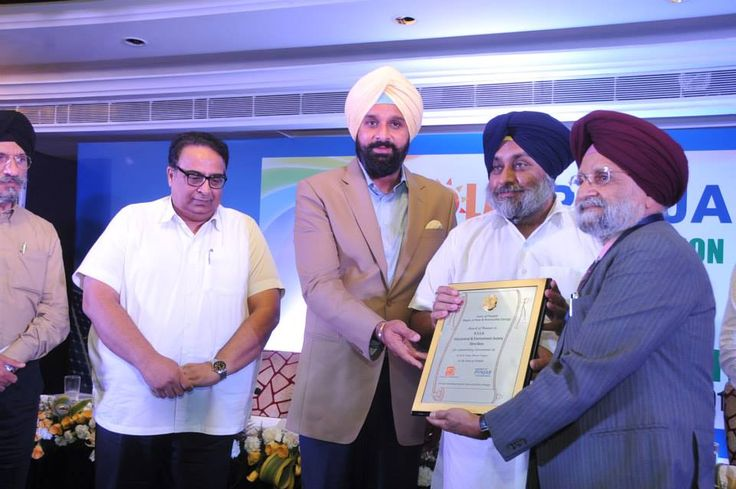 he event was attended by Punjab Deputy Chief Minister Sardar Sukhbir Singh Badal, New & Renewable Energy Minister Sardar Bikram Singh Majithia along with other dignitaries, developers, investors and bankers. #SukhbirSinghBadal #PunjabSolarSummit2015 #ShiromaniAkaliDal