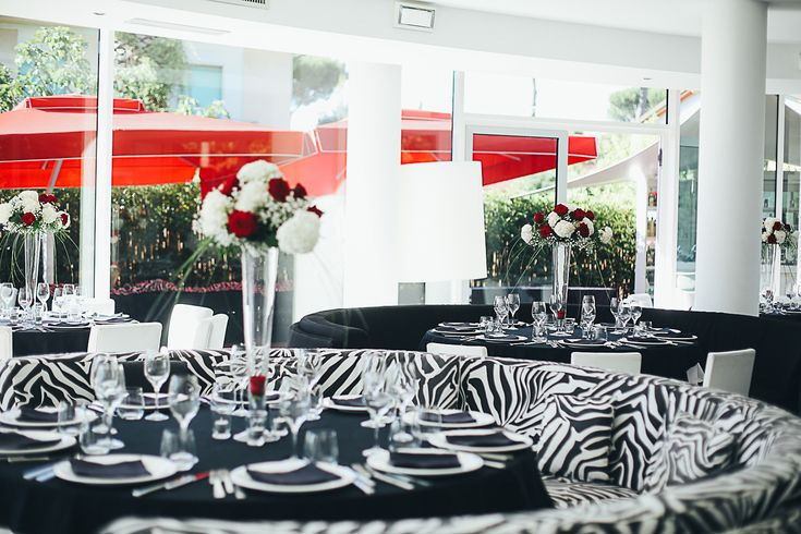 Black & White Wedding Table Setting