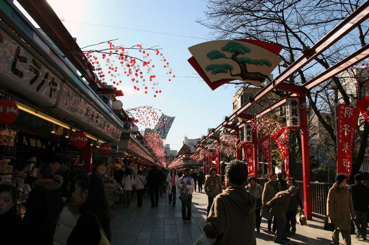 https://flic.kr/p/EPPrCh | 아사쿠사 나카미세 : asakusa nakamise | 아사쿠사에 가면 가미나리 몬 만 보고 오는 이들이 있는데 역시 이쪽의 중심은 나카미세가 아닐까 합니다. 그윽한 옛날 추억이 가득하면서 그 정취가 남다르다고 하겠습니다.