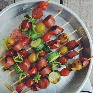 Σουβλάκια με λαχανικά και λουκάνικα για τη δίαιτα! | Shape.gr