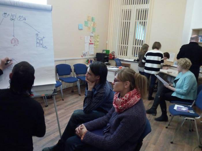 Зачем в Витебске учились рисовать человечков? На днях «Курьеру» удалось поучаствовать в мастер-классе для тренеров и фасилитаторов (человек, который обеспечивает успешную коммуникацию в группе). Меэроприятие состоялось 2 февраля в Региональном ресурсном центр