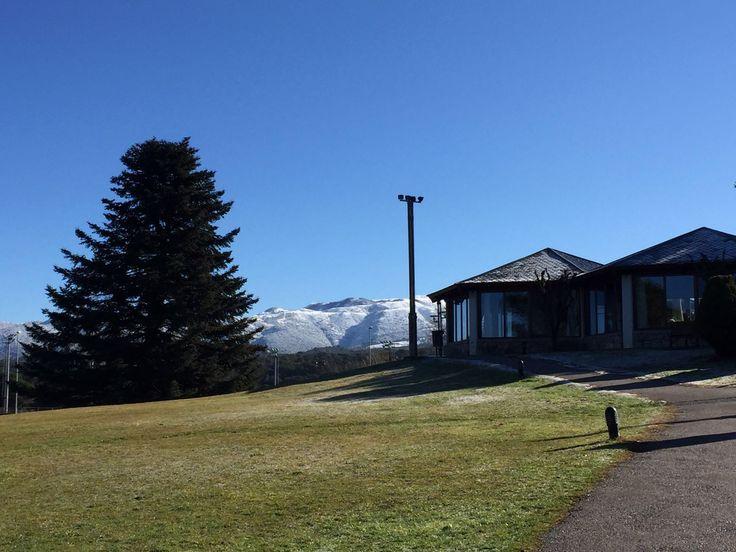 Bon dia al Montanyà Hotel & Lodge amb el seu abric d'hivern. #paisatges #montseny #natura #sensacions #goodmorning
