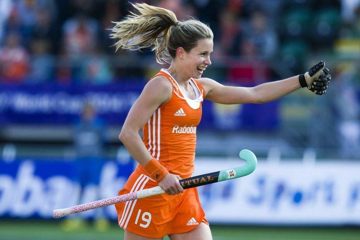 Voor 'hockeybabe' Ellen Hoog vliegt de tijd | Telegraaf-Telesport